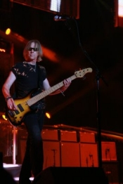Aerosmith Tom Hamilton Rocking the Bass