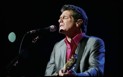 Don Henley Singing and Strumming Live